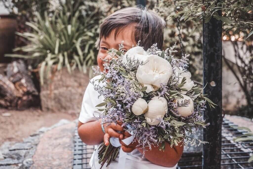O melhor de dois mundos: flores e crianças